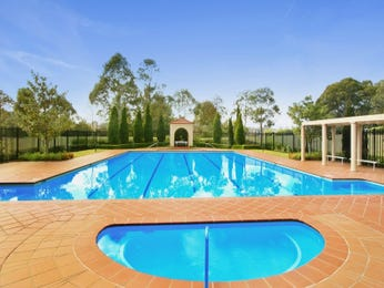 Geometric pool design using tiles with retaining wall & fountain - Pool photo 954842