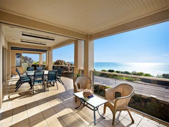Outdoor living design with outdoor dining from a real Australian home - Outdoor Living photo 1018535
