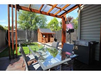 Indoor-outdoor outdoor living design with balcony & decorative lighting using grass - Outdoor Living Photo 594419
