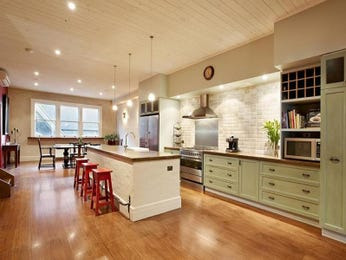 Hardwood in a kitchen design from an Australian home - Kitchen Photo 1564039