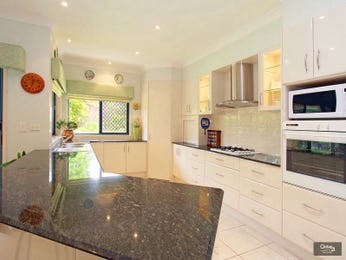 Classic island kitchen design using marble - Kitchen Photo 795129
