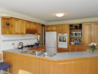 Classic kitchen-dining kitchen design using laminate - Kitchen Photo 1068323