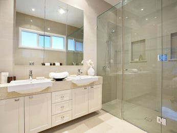 Modern bathroom design with recessed bath using frameless glass - Bathroom Photo 1120530