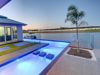Freeform pool design using grass with glass balustrade & ground lighting - Pool photo 297480