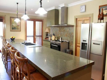 Stainless steel in a kitchen design from an Australian home - Kitchen Photo 812337