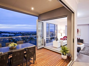 Indoor-outdoor outdoor living design with balcony & outdoor furniture setting using timber - Outdoor Living Photo 923758