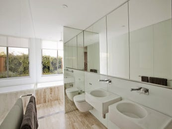 Modern bathroom design with bi-fold windows using ceramic - Bathroom Photo 563587