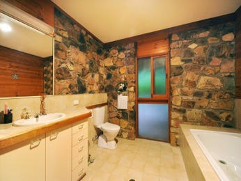 Retro bathroom design with recessed bath using ceramic - Bathroom Photo 1262678