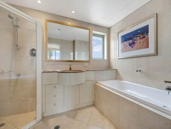 Modern bathroom design with corner bath using glass - Bathroom Photo 1050003