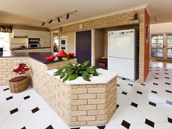 Classic open plan kitchen design using exposed brick - Kitchen Photo 586032