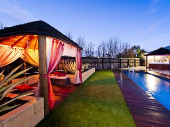 Outdoor living design with outdoor dining from a real Australian home - Outdoor Living photo 1573383