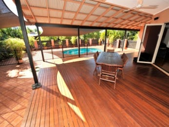 Outdoor living design with deck from a real Australian home - Outdoor Living photo 298714