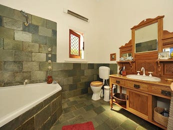 Classic bathroom design with corner bath using glass - Bathroom Photo 1296905