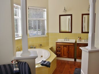 Classic bathroom design with corner bath using granite - Bathroom Photo 1397042