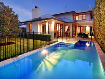 Landscaped pool design using grass with pool fence & decorative lighting - Pool photo 571593