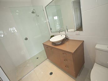 Country bathroom design with corner bath using frameless glass - Bathroom Photo 1311727