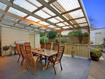 Outdoor living design with outdoor dining from a real Australian home - Outdoor Living photo 674296