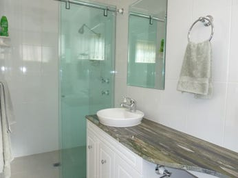Chrome in a bathroom design from an Australian home - Bathroom Photo 1289337