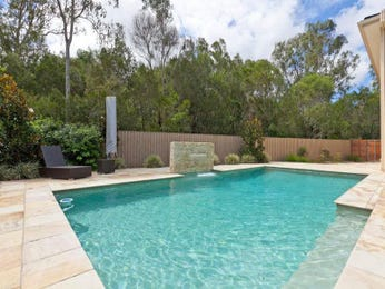 Geometric pool design using tiles with retaining wall & outdoor furniture setting - Pool photo 1486359