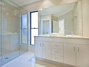 Classic bathroom design with twin basins using ceramic - Bathroom Photo 1548792
