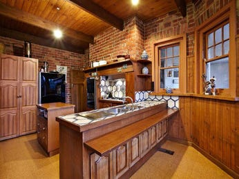 Classic single-line kitchen design using exposed brick - Kitchen Photo 626542