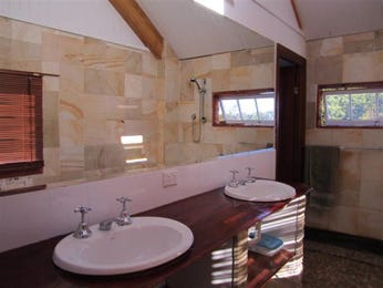 Marble in a bathroom design from an Australian home - Bathroom Photo 1172307