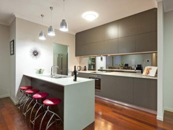 Modern island kitchen design using floorboards - Kitchen Photo 572751