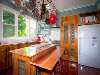 Retro island kitchen design using floorboards - Kitchen Photo 1001001