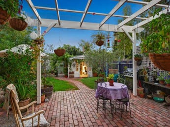 Outdoor living design with bbq area from a real Australian home - Outdoor Living photo 895092