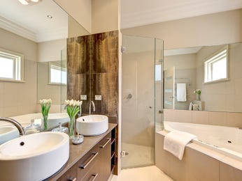 Ceramic in a bathroom design from an Australian home - Bathroom Photo 8177061
