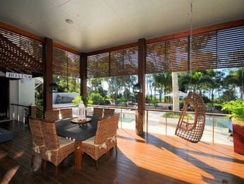 Outdoor living design with deck from a real Australian home - Outdoor Living photo 496637