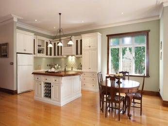 Country kitchen dining kitchen design using granite for Australian country kitchen designs
