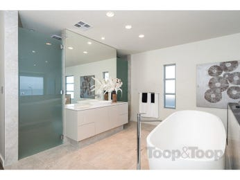 Modern bathroom design with freestanding bath using frosted glass - Bathroom Photo 15954469