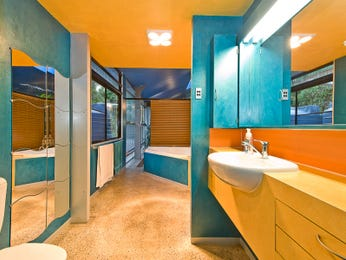 Modern bathroom design with corner bath using ceramic - Bathroom Photo 7090553