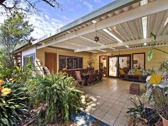 Australian native garden design using grass with bbq area & outdoor furniture setting - Gardens photo 757003