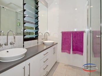 Modern bathroom design with twin basins using glass - Bathroom Photo 1398884