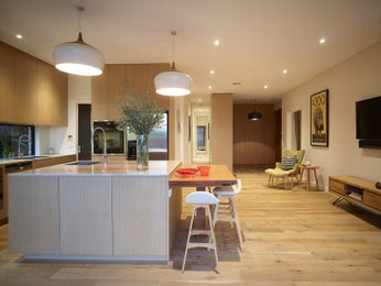 Modern open plan kitchen design using floorboards - Kitchen Photo 15443601