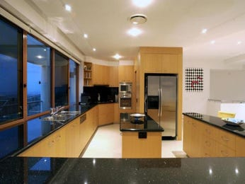 Modern u-shaped kitchen design using frosted glass - Kitchen Photo 844993