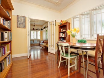 Classic dining room idea with floorboards & bi-fold doors - Dining Room Photo 1342564
