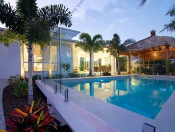 Endless pool design using bamboo with cabana & outdoor furniture setting - Pool photo 305250