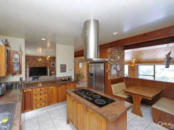 Country kitchen designs with island range hood for Country kitchen ideas australia