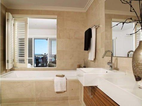Dbl sink by bath - love the shutters idea