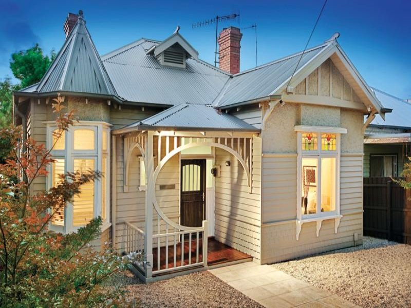 House Exterior With Bay Windows Landscaped Garden House Facade