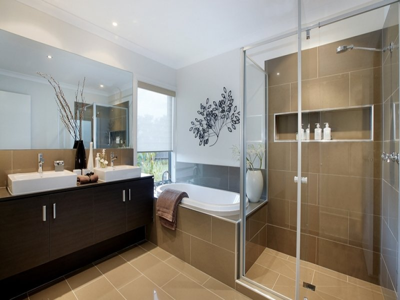 Asian inspired bathroom design with built in shelving for Asian small bathroom design