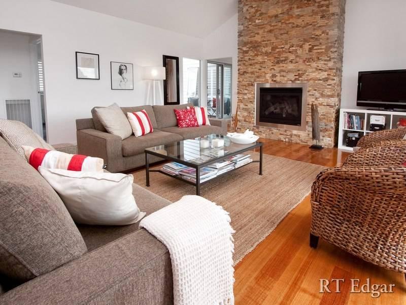 Split level living room using white colours with for Split level living room ideas