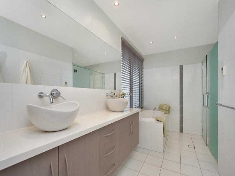 Classic bathroom design with corner bath using ceramic for Bathroom designs zimbabwe