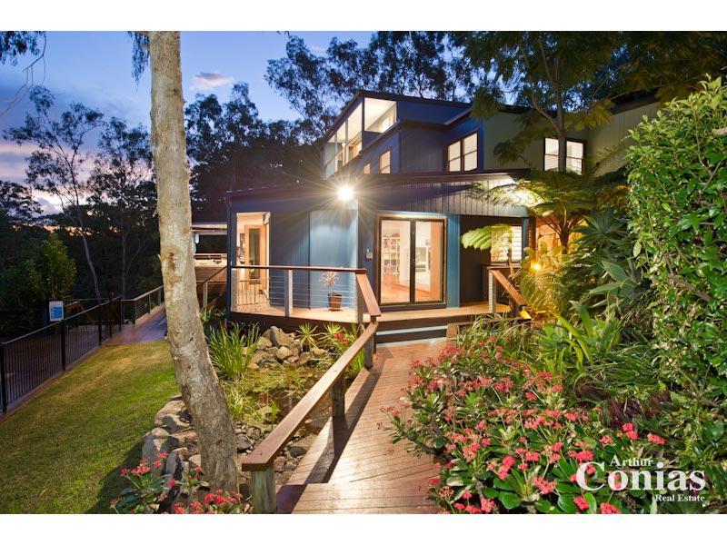 tropical garden design using timber with deck  u0026 rockery