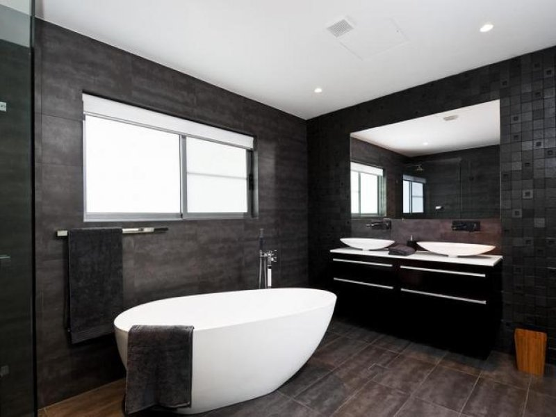 Modern Bathroom Design With Bi fold Windows Using Ceramic