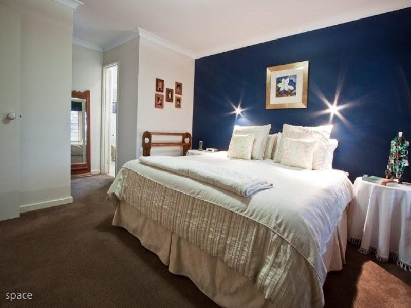 feature wall bedroom