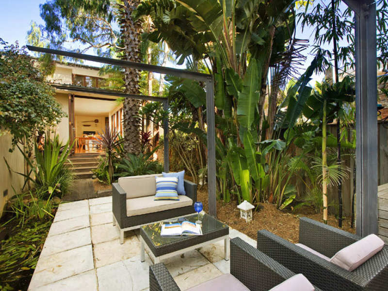 Photo of a tropical garden design from a real australian for Tropical house plans with courtyards
